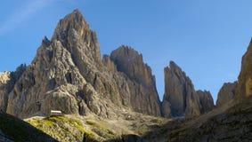 Panorama de dolomites dos cumes fotografia de stock royalty free