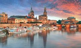 Panorama de Dresden no por do sol, Alemanha imagem de stock