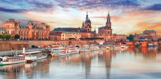 Panorama de Dresden no por do sol, Alemanha Fotos de Stock Royalty Free