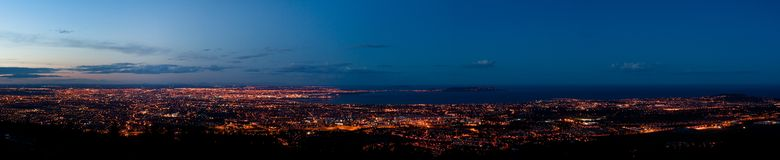 Panorama de Dublin no crepúsculo fotografia de stock royalty free