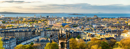 Panorama de Edimburgo do monte de Calton fotografia de stock royalty free