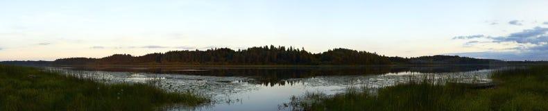 Panorama de fleuve d'Oredezh Photographie stock libre de droits