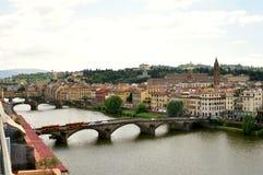 Panorama de Florença com pontes e o rio famosos, Itália foto de stock royalty free