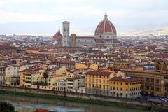 Panorama de Florencia en Italia con la bóveda de la catedral y Fotos de archivo