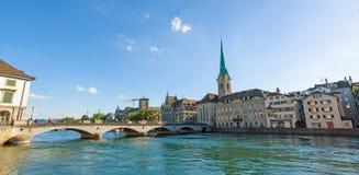 Panorama de Fraumunster de la iglesia de monasterio, Zurich Imagen de archivo