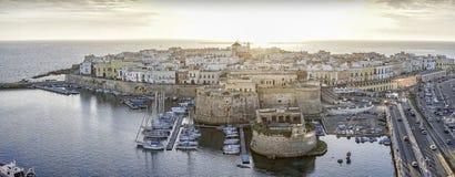 Panorama de Gallipoli bonito, Itália foto de stock