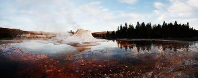 Panorama de geyser de château Photographie stock