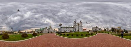 panorama de 360 grados de la catedral de Svyato-Duhov (alcohol del santo) en Minsk, capital de Bielorrusia Imágenes de archivo libres de regalías