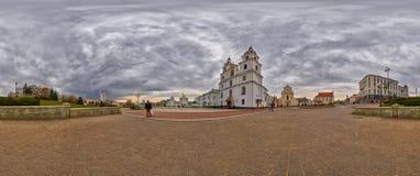 panorama de 360 grados de la catedral del alcohol del santo en Minsk, Bielorrusia Imagen de archivo