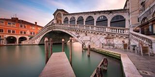 Panorama de Grand Canal et de pont de Rialto pendant le matin, Venise Photo libre de droits