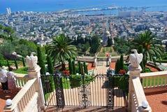 Panorama de Haifa y vista de los jardines de Bahai y del templo de Bahai Israel foto de archivo