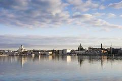 Panorama de Helsínquia - mar no primeiro plano Foto de Stock Royalty Free
