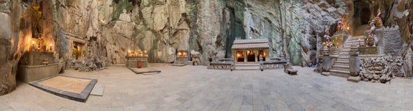 Panorama de Huyen Khong Cave com santuários, montanhas de mármore, Vietname fotos de stock