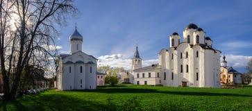 Panorama de iglesias en la corte de Yaroslav Fotografía de archivo