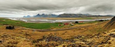 Panorama de Islandia de la montaña con el fiordo Foto de archivo