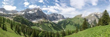 Panorama de Karwendelgebirge foto de stock