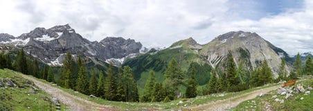 Panorama de Karwendelgebirge imagem de stock royalty free