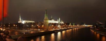 Panorama de Kremlin del puente. Fotografía de archivo