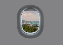 Panorama de l'île de Mahe dans la fenêtre plate Les Seychelles tropicales dans la fenêtre d'avion Photographie stock