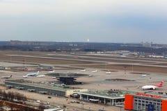 Panorama de l'aéroport international de Sheremetyevo pris de l'hélicoptère Photos stock