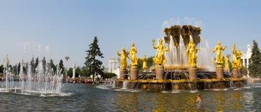 Panorama de l'amitié de fontaine des peuples en parc de VDNH à Moscou Russie Images libres de droits