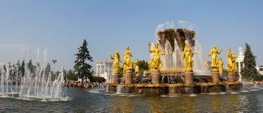 Panorama de l'amitié de fontaine des peuples en parc de VDNH à Moscou Russie Photo libre de droits