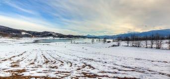 Panorama de l'hiver de Plastiras de lac, Thessaly, Grèce Photo stock