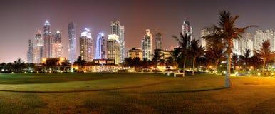 Panorama de l'illumination de nuit de l'hôtel de luxe Photos libres de droits