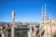 Panorama de la azotea del Duomo, Milano, Italia Imagen de archivo libre de regalías