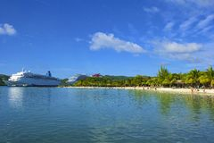 Panorama de la bahía de caoba en Roatan, Honduras Imágenes de archivo libres de regalías