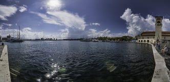 Panorama de la bahía de Grecia Rodas fotos de archivo libres de regalías