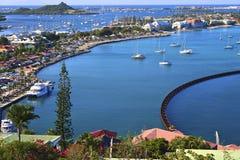 Panorama de la bahía de Marigot en St Maarten Fotos de archivo