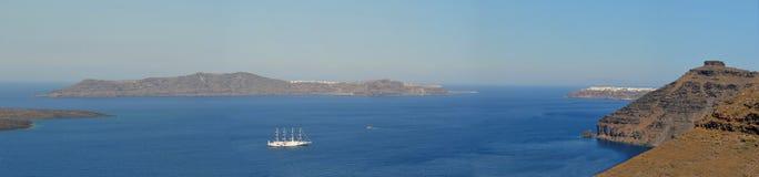 Panorama de la caldeira à l'île grecque de Santorini image libre de droits