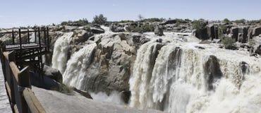 Panorama de la cascade à écriture ligne par ligne d'Augrabies Images libres de droits
