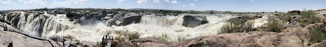 Panorama de la cascade à écriture ligne par ligne d'Augrabies Photo stock