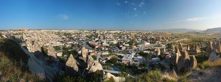 Panorama de la ciudad antigua de la cueva de Goreme en Cappadocia, Turquía Fotografía de archivo libre de regalías