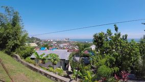 Panorama de la ciudad de Balikpapan en Borneo, Indonesia almacen de video