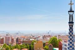 Panorama de la ciudad de Barcelona del parque Guell Fotos de archivo