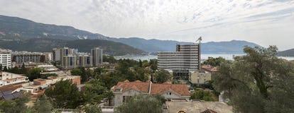 Panorama de la ciudad de Budva en Montenegro Foto de archivo libre de regalías
