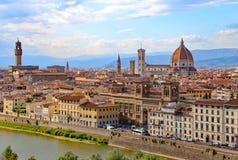 Panorama de la ciudad de FLORENCIA en Italia con la bóveda Foto de archivo libre de regalías