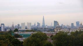 Panorama de la ciudad de Londres de la colina de Greenwich Foto de archivo libre de regalías