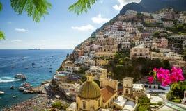 Panorama de la ciudad de Positano, costa de Amalfi, Italia foto de archivo libre de regalías