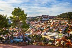Panorama de la ciudad de Sibenik de la fortaleza del St Michael's imagen de archivo libre de regalías