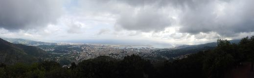 Panorama de la ciudad de Génova Fotos de archivo