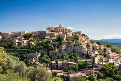 Panorama de la ciudad Gordes de la cumbre Foto de archivo libre de regalías