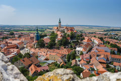 Panorama de la ciudad histórica Mikulov - República Checa Ciudad hermosa en Moravia del sur Foto de archivo libre de regalías