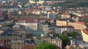 Panorama de la ciudad de la mañana de Brno en abril Czechia almacen de metraje de vídeo
