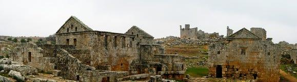 Panorama de la ciudad muerta abandonada arruinada Serjilla en Siria imagenes de archivo