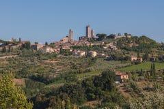 Panorama de la ciudad toscana San Gimignano de la colina Imagenes de archivo