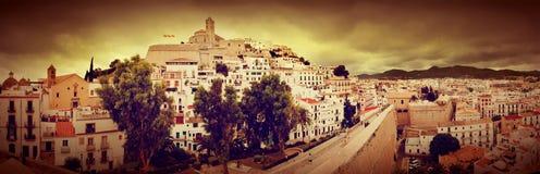 Panorama de la ciudad vieja de Ibiza, España Foto de archivo libre de regalías
